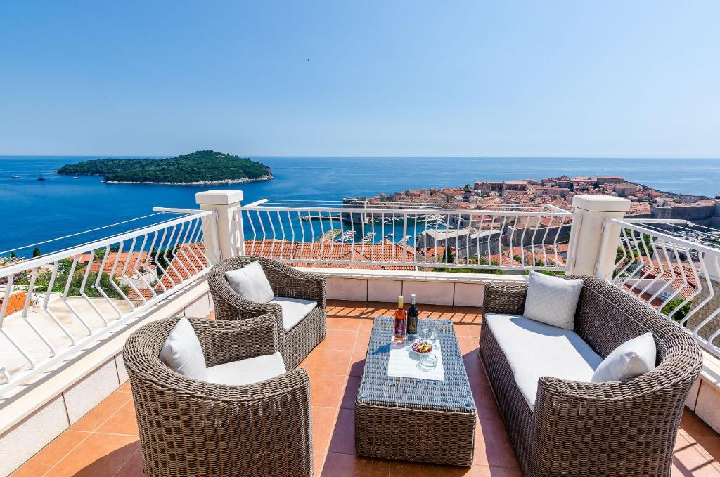 A balcony or terrace at Apartments Isabora