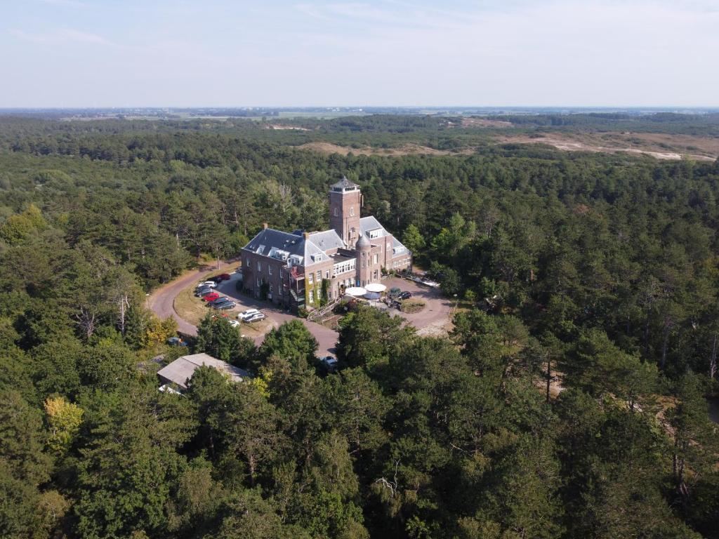 Een luchtfoto van Landgoed Huize Glory