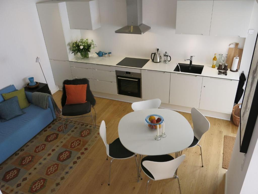 A kitchen or kitchenette at ApartmentInCopenhagen Apartment 768
