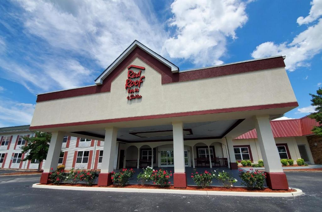Red Roof Inn & Suites Manchester, TN
