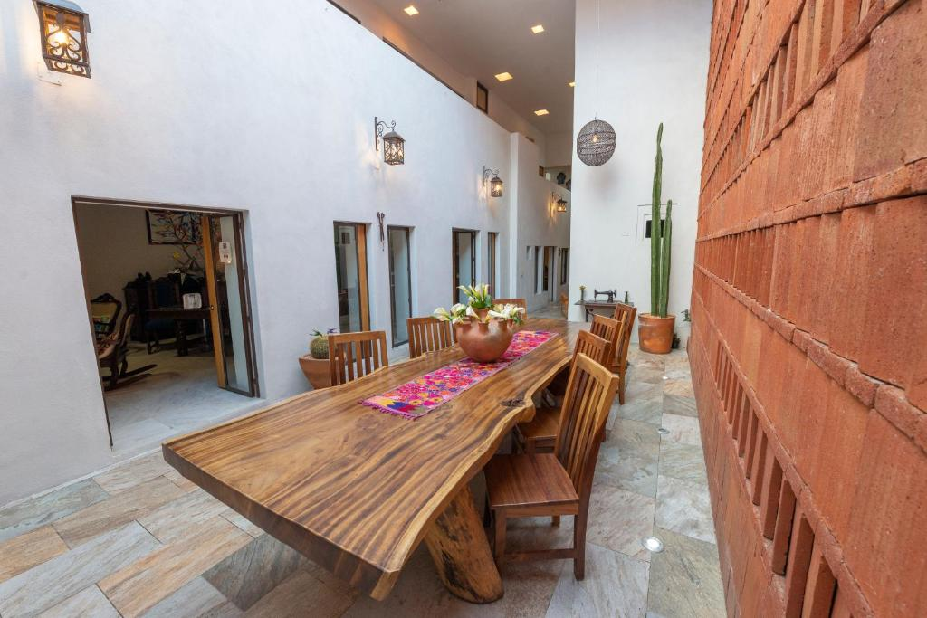 Un restaurante o sitio para comer en La Casa Carlota