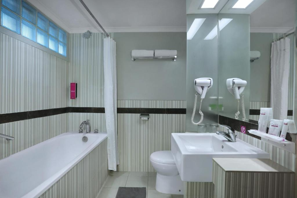 A bathroom at favehotel Premier Cihampelas