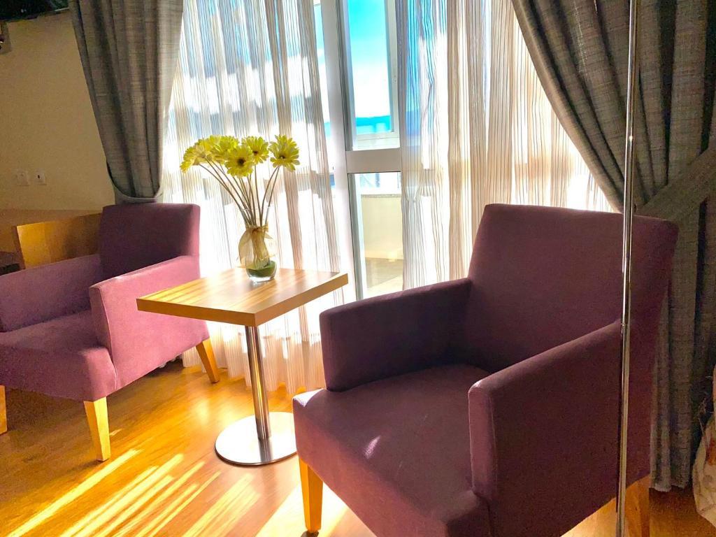 A seating area at Hotel Condes De Lemos