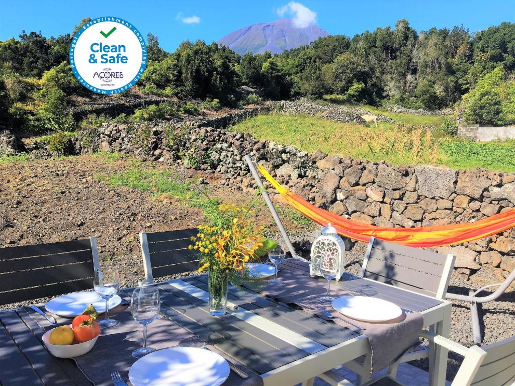 Um restaurante ou outro lugar para comer em Casa do Almance