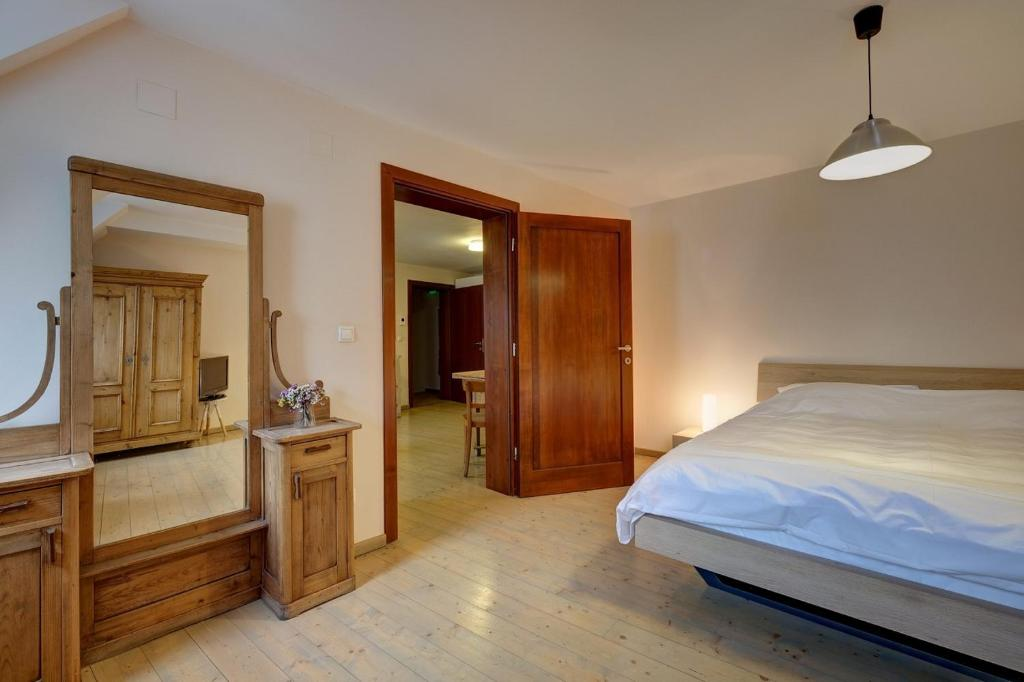 A bed or beds in a room at Max Apartments Sibiu
