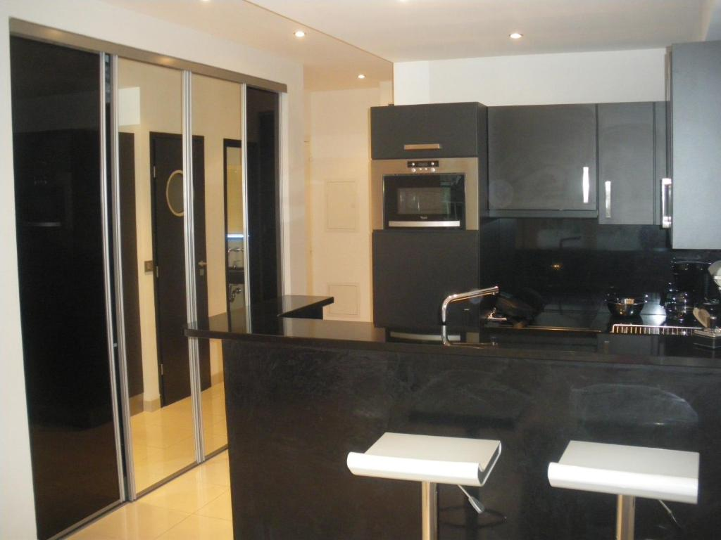 A kitchen or kitchenette at Studio Design Cannes