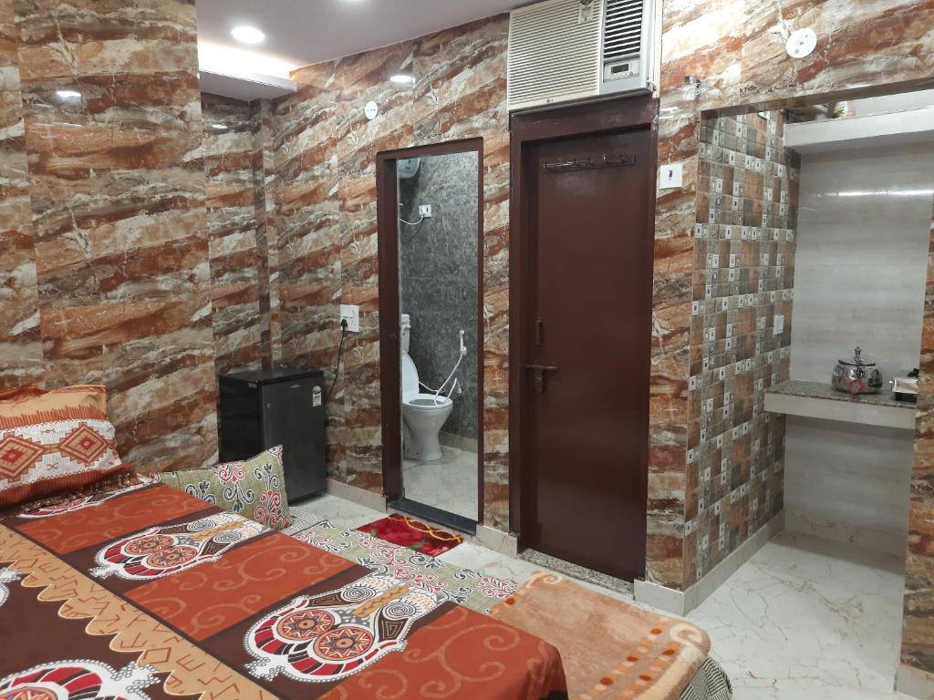 Luxurious studio apartment in cream location of lajpat nagar