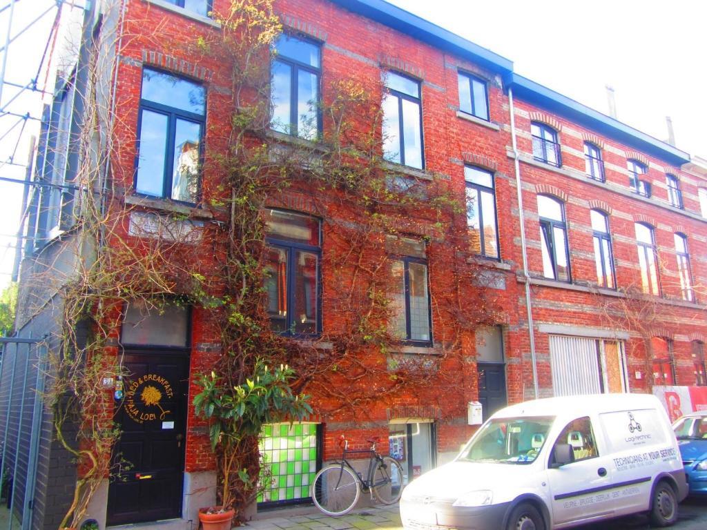 De façade/entree van B&B Faja lobi
