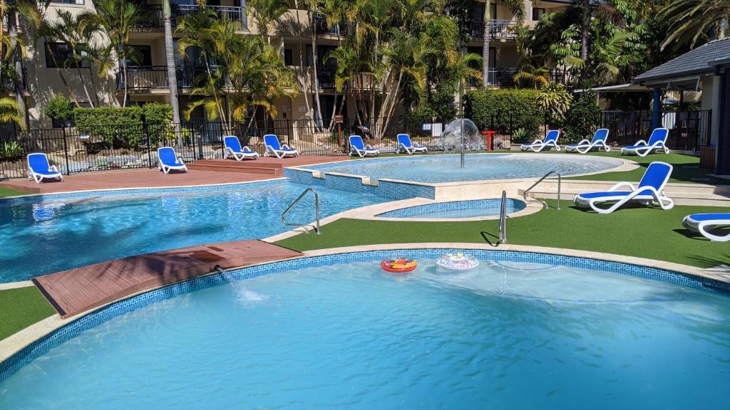 The swimming pool at or near Mermaid Beach Apartment