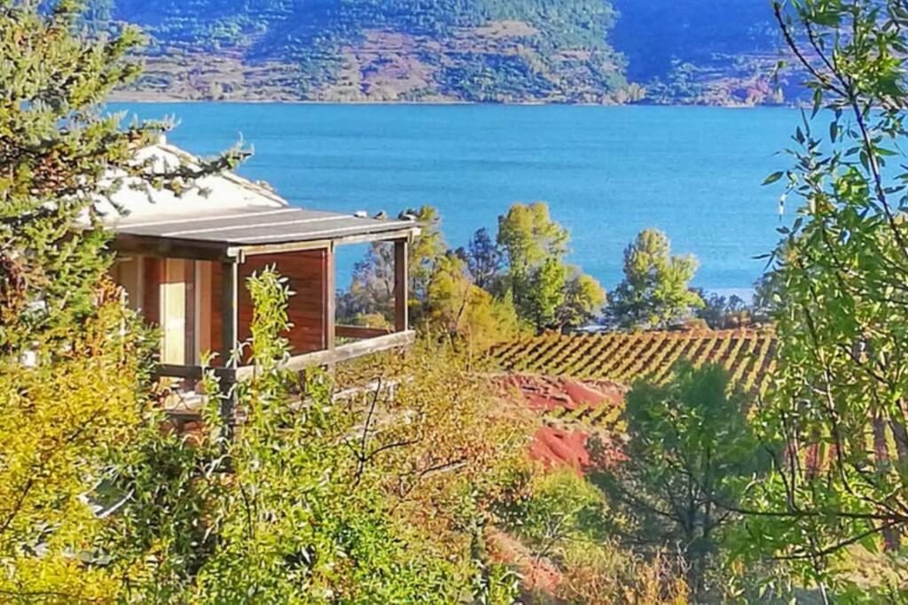 Studio 22 m2, terrasse vue lac, dans propriété face au Lac du Salagou