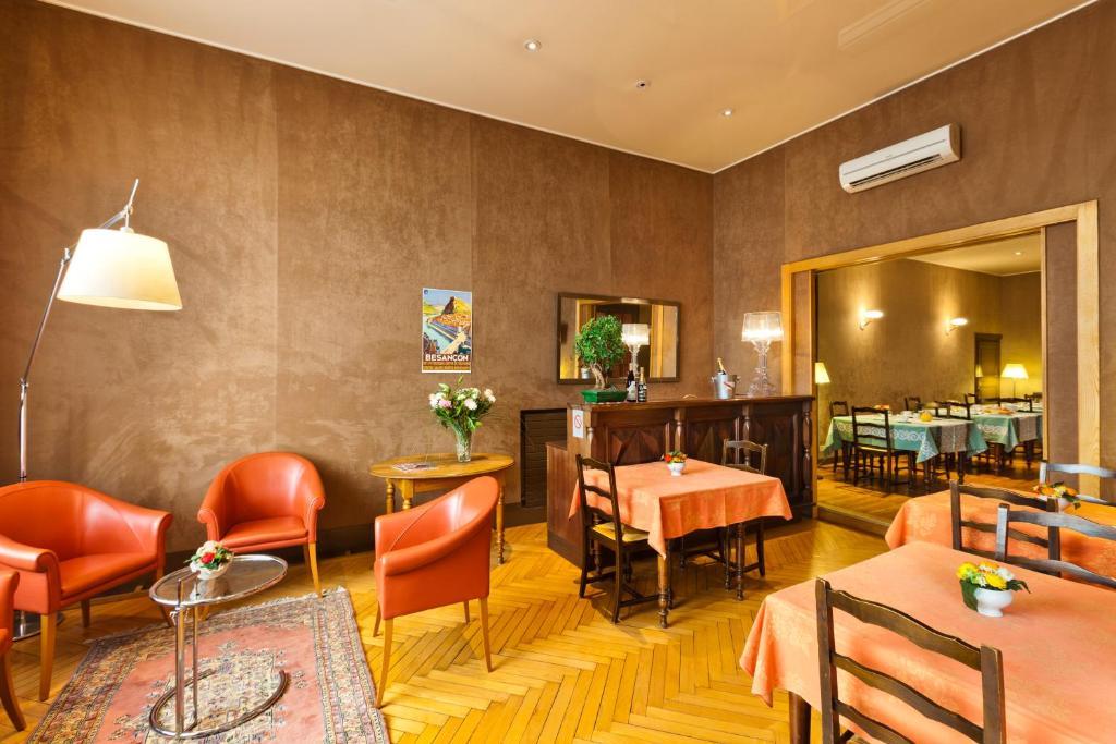 Un restaurante o sitio para comer en Hotel Du Nord