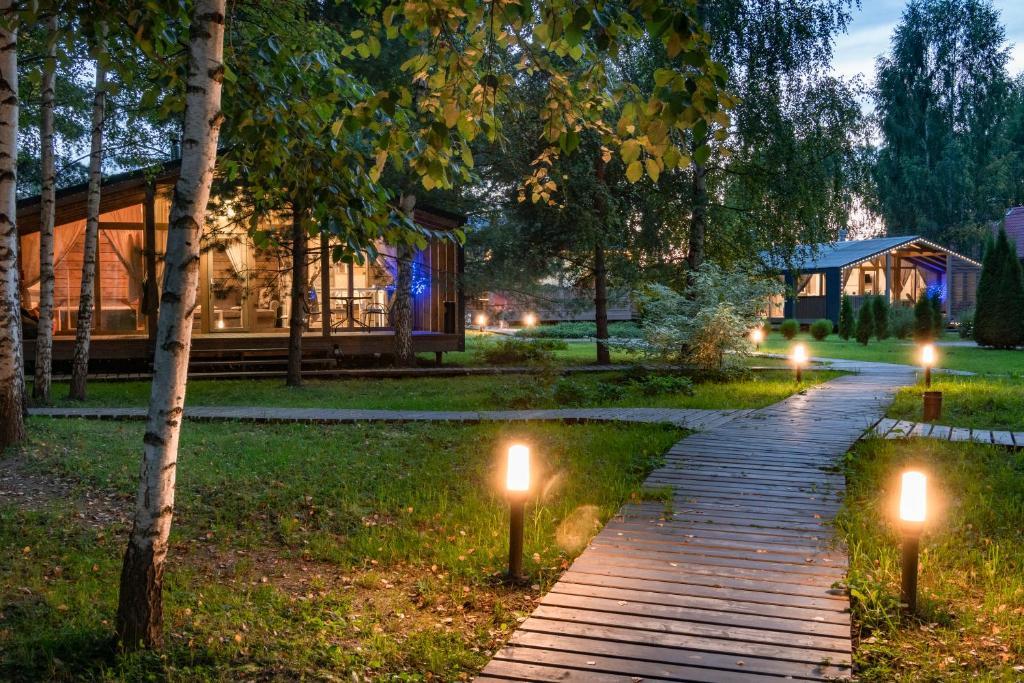 Сад в Отель Panorama Парк Междуречье