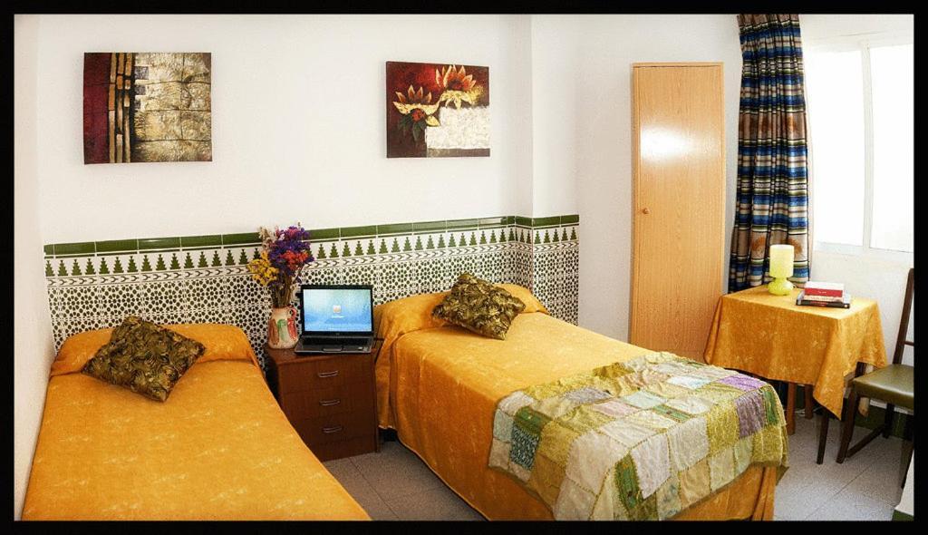 A bed or beds in a room at Hostal Estación