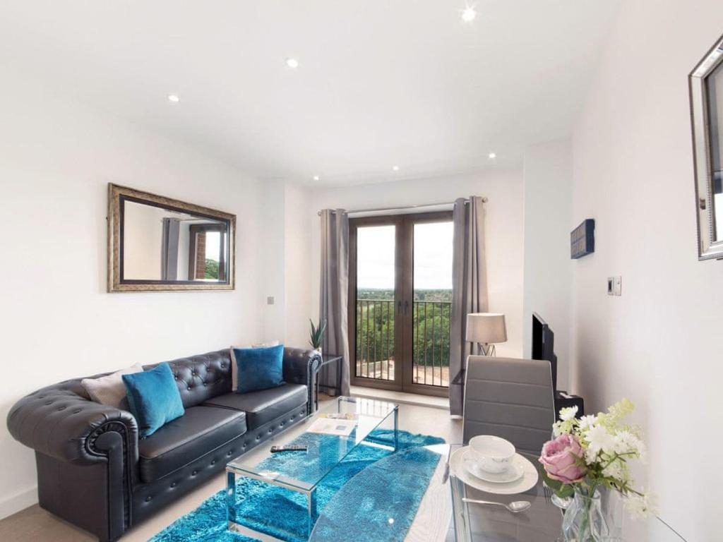 A seating area at Lily Rose Apartment