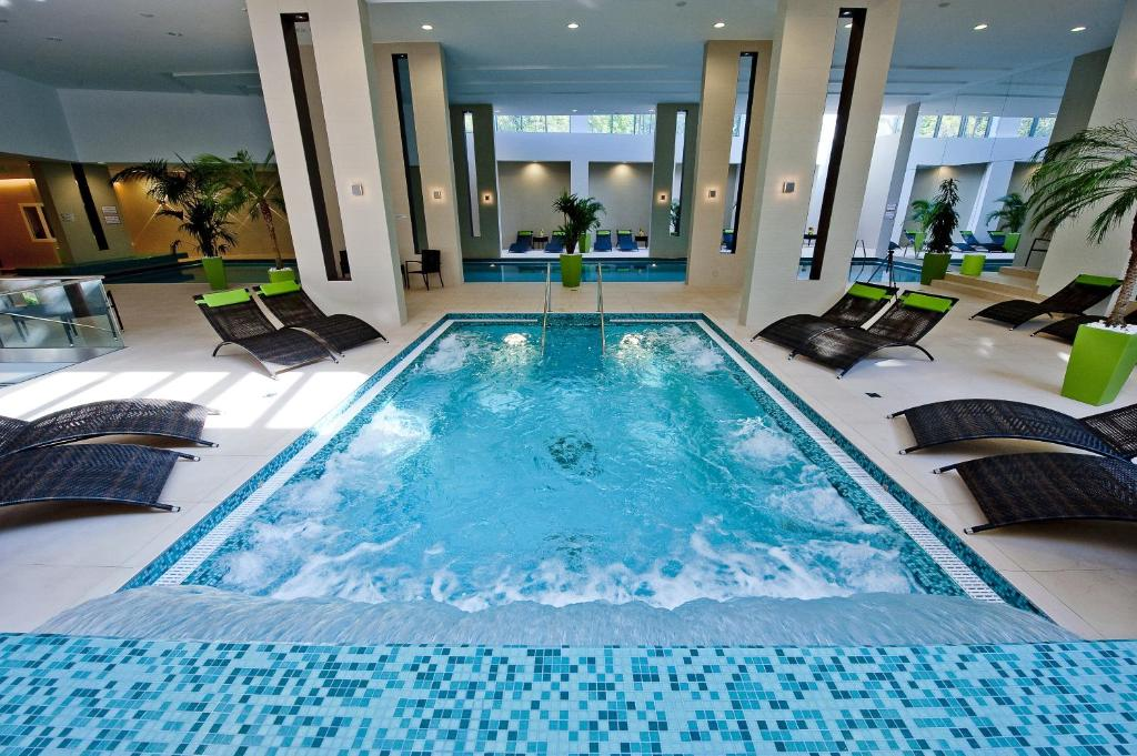 The swimming pool at or close to Abacus Business & Wellness Hotel