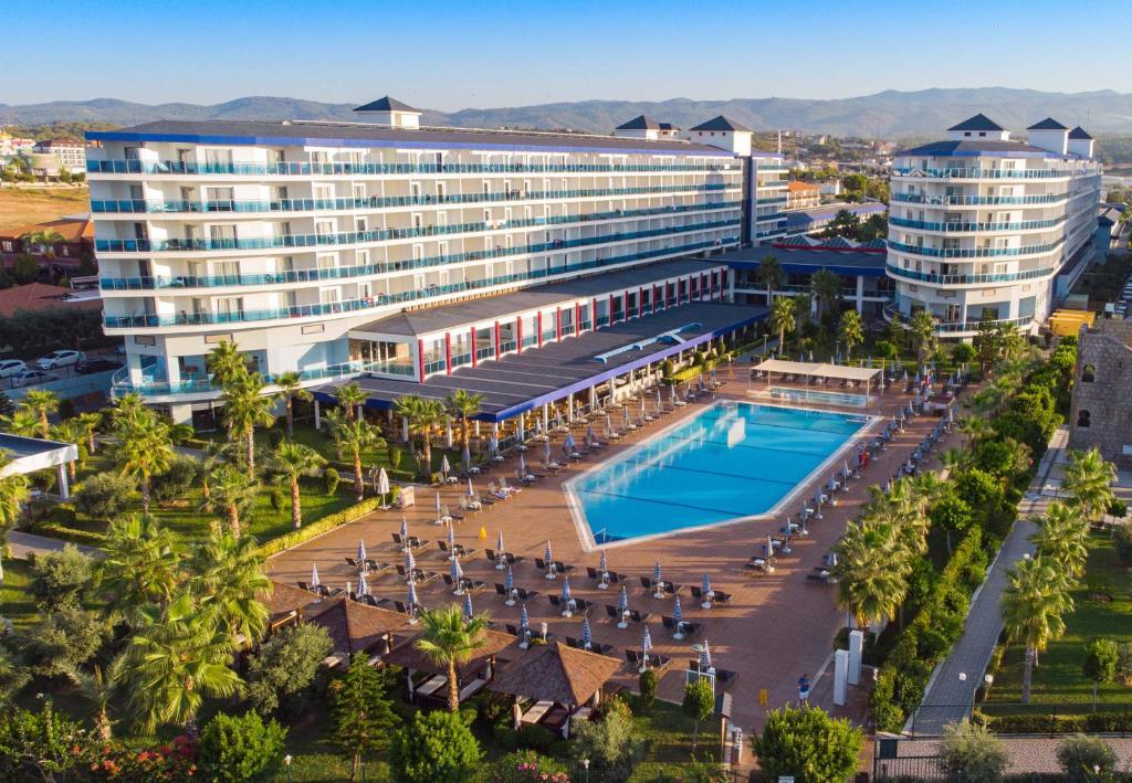 Вид на бассейн в Eftalia Marin Resort или окрестностях