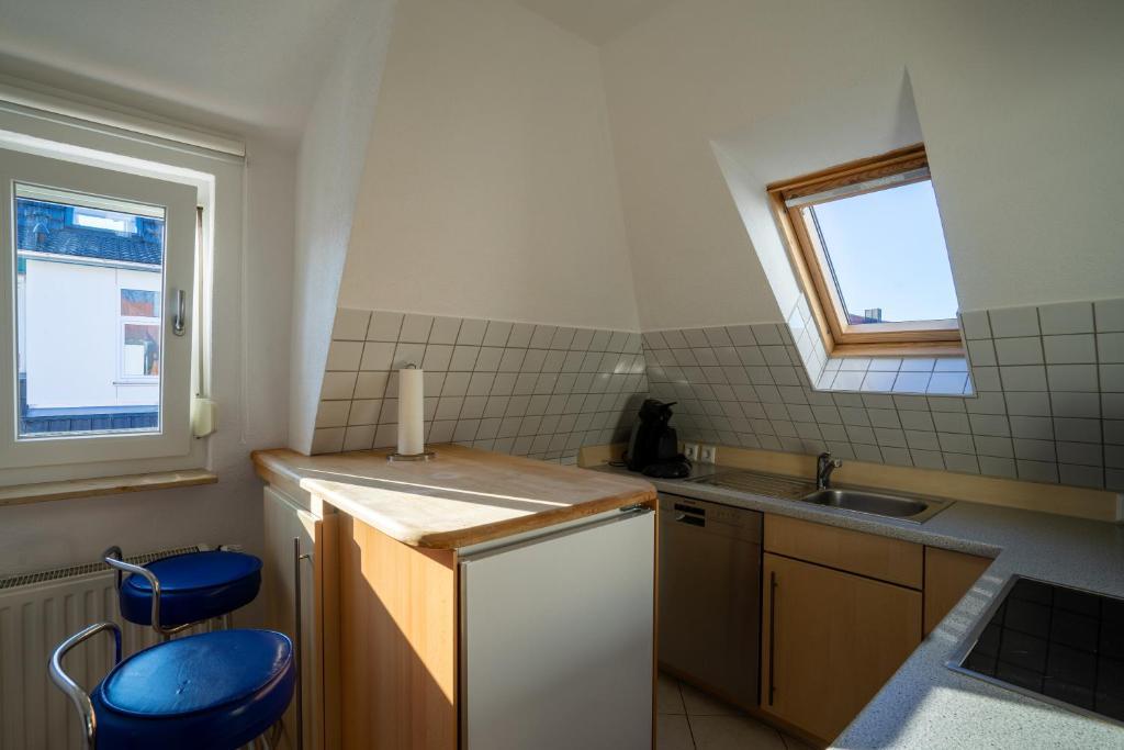 Küche/Küchenzeile in der Unterkunft Fewo Reutlingen Heinestraße DG