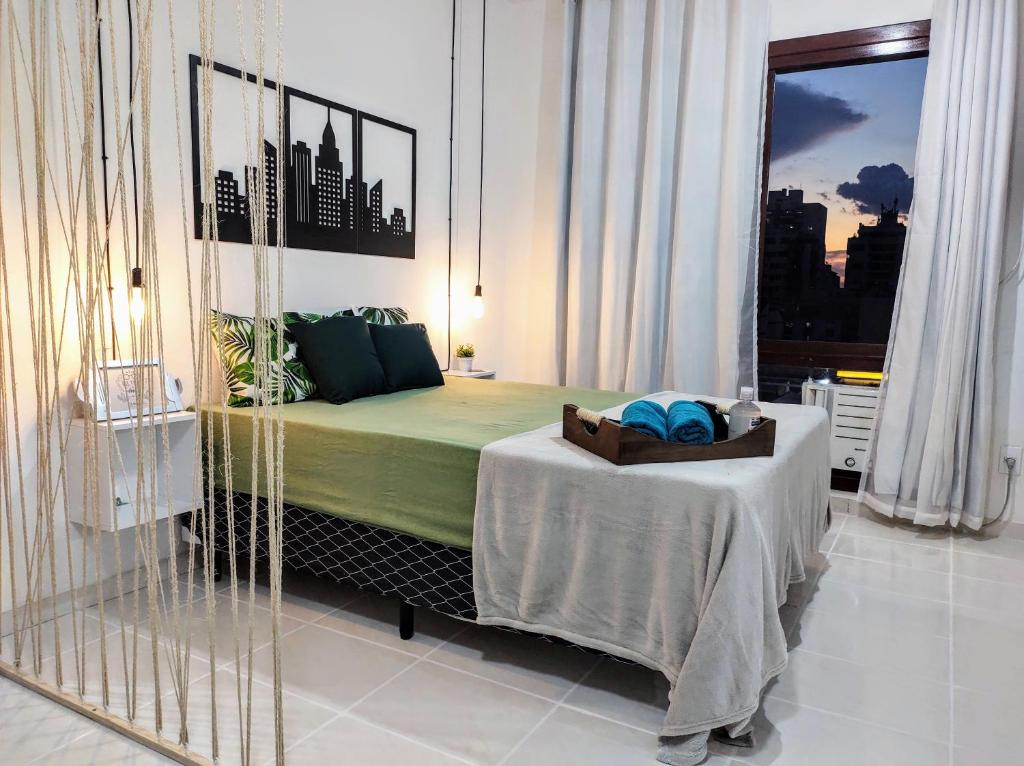 A bed or beds in a room at Loft Mid Century Moderno Centro São Leopoldo Com Net Wi-Fi Netflix!