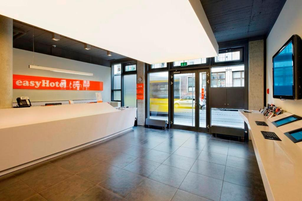 The lobby or reception area at easyHotel Berlin Hackescher Markt