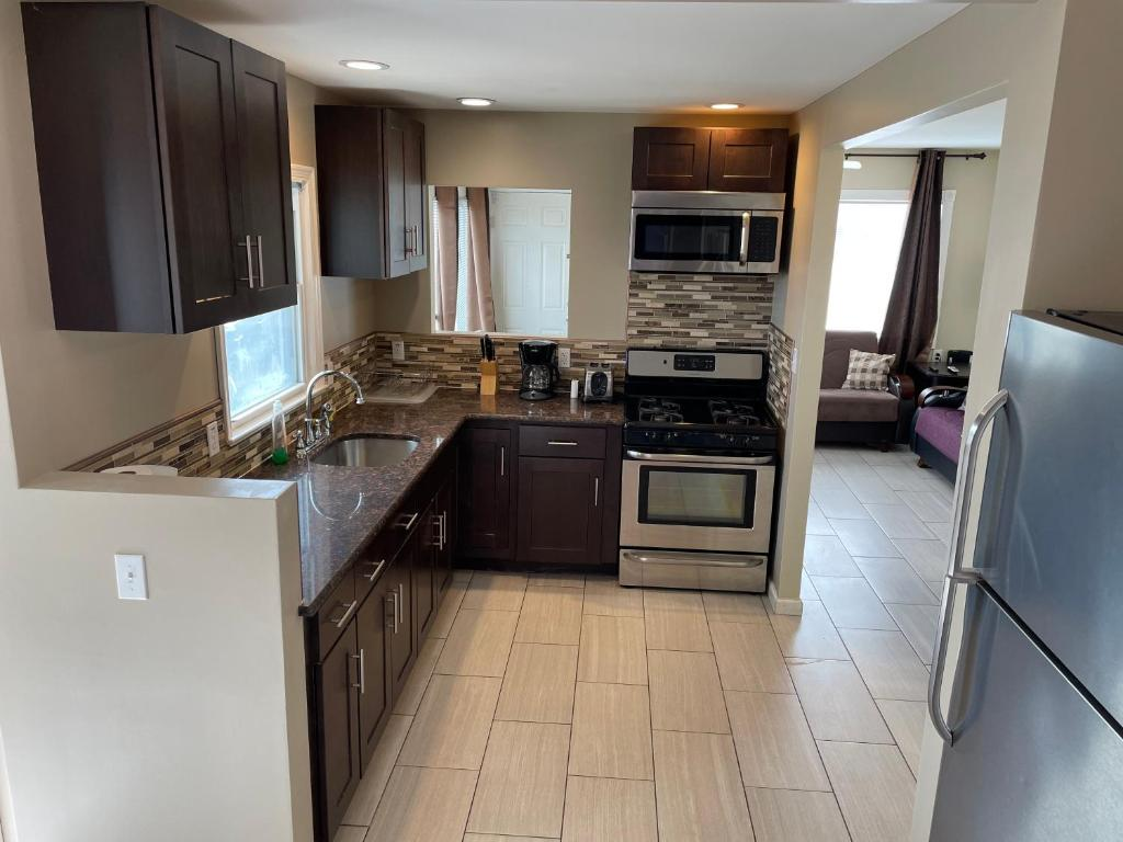 A kitchen or kitchenette at Newly Renovated 2 Bedroom House