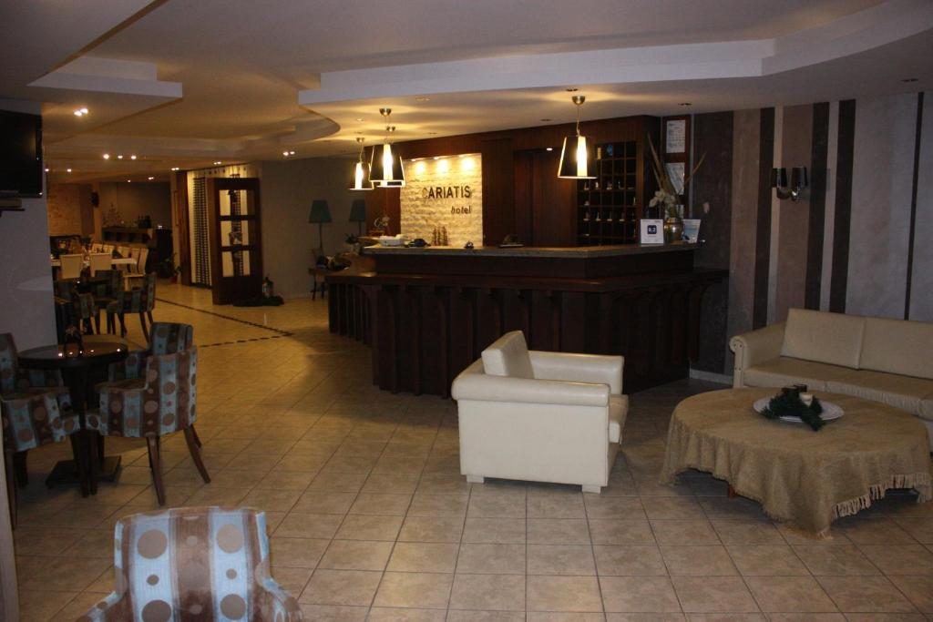 The lobby or reception area at Hotel Cariatis