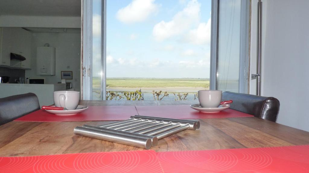 A kitchen or kitchenette at Violette avec parking privé sécurisé