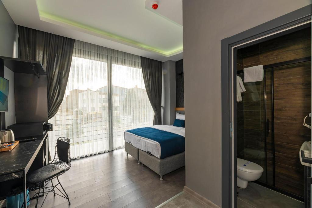 A bed or beds in a room at Melanj Airport Hotel