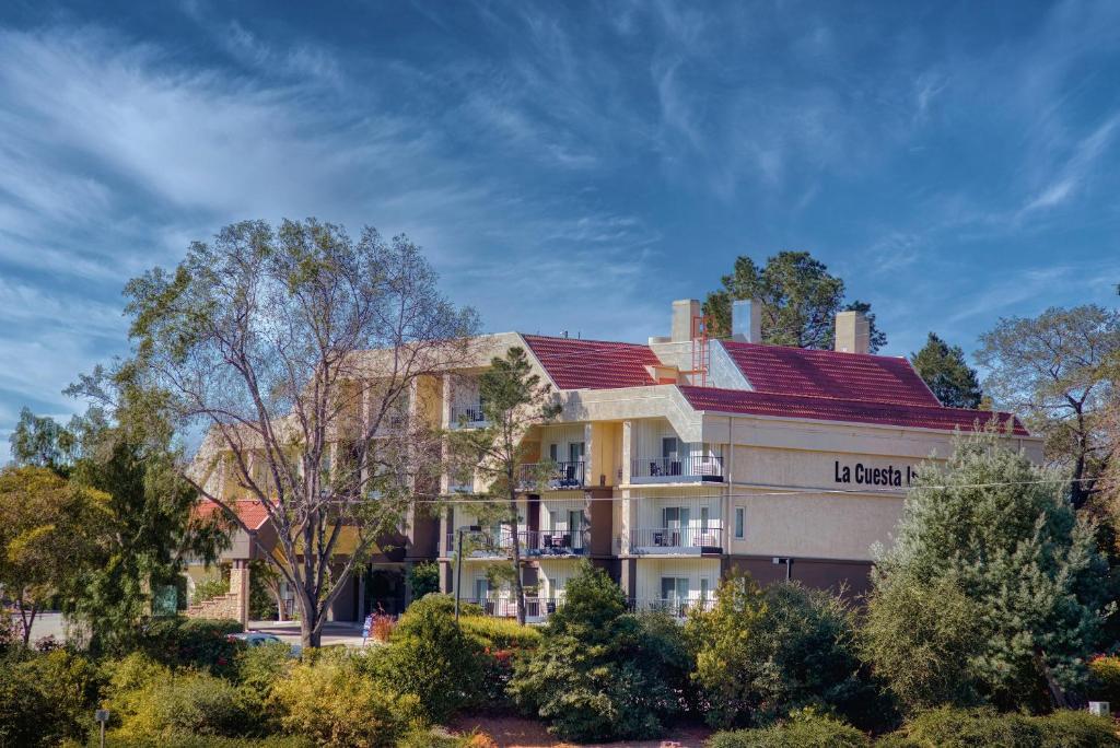 The La Questa Inn.