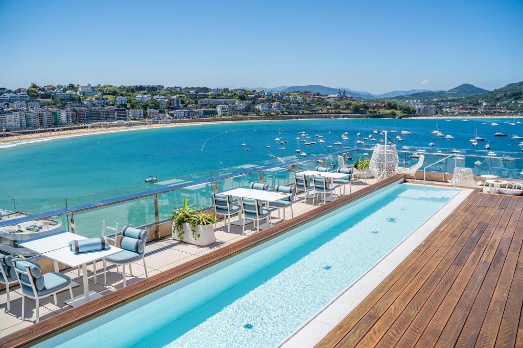 Uma vista da piscina em Lasala Plaza Hotel ou nas proximidades