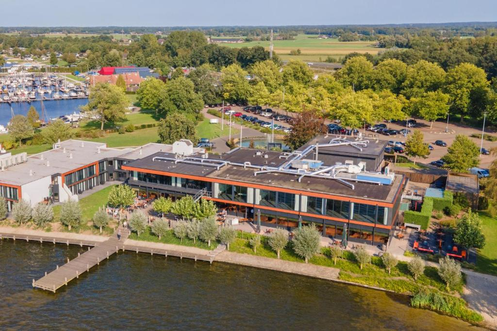 Een luchtfoto van Postillion Amersfoort Veluwemeer