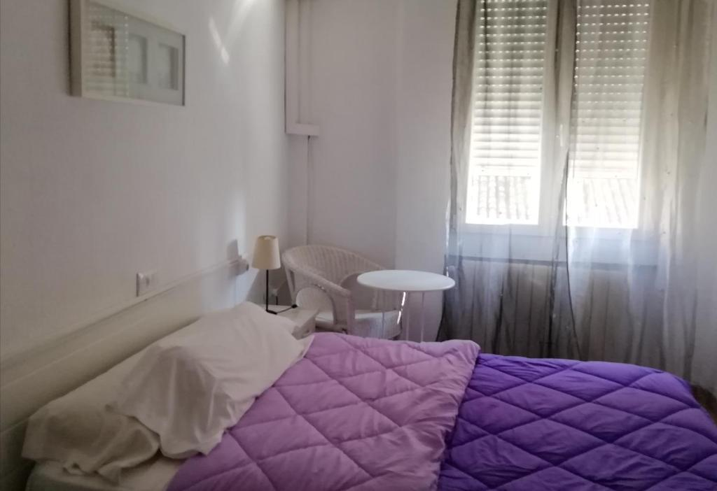 A bed or beds in a room at Pensión Recogidas Guest House