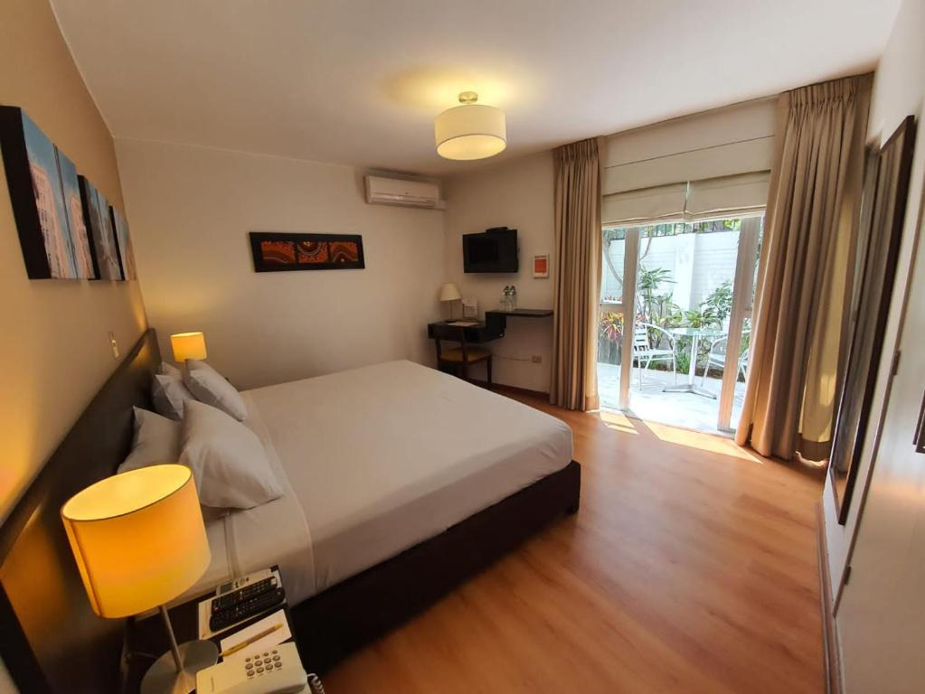 A bed or beds in a room at Girasoles Hotel