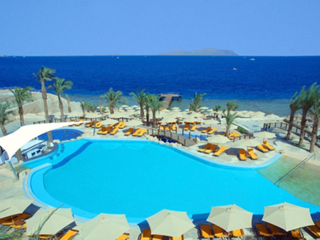 Uitzicht op het zwembad bij Xperience Sea Breeze Resort of in de buurt