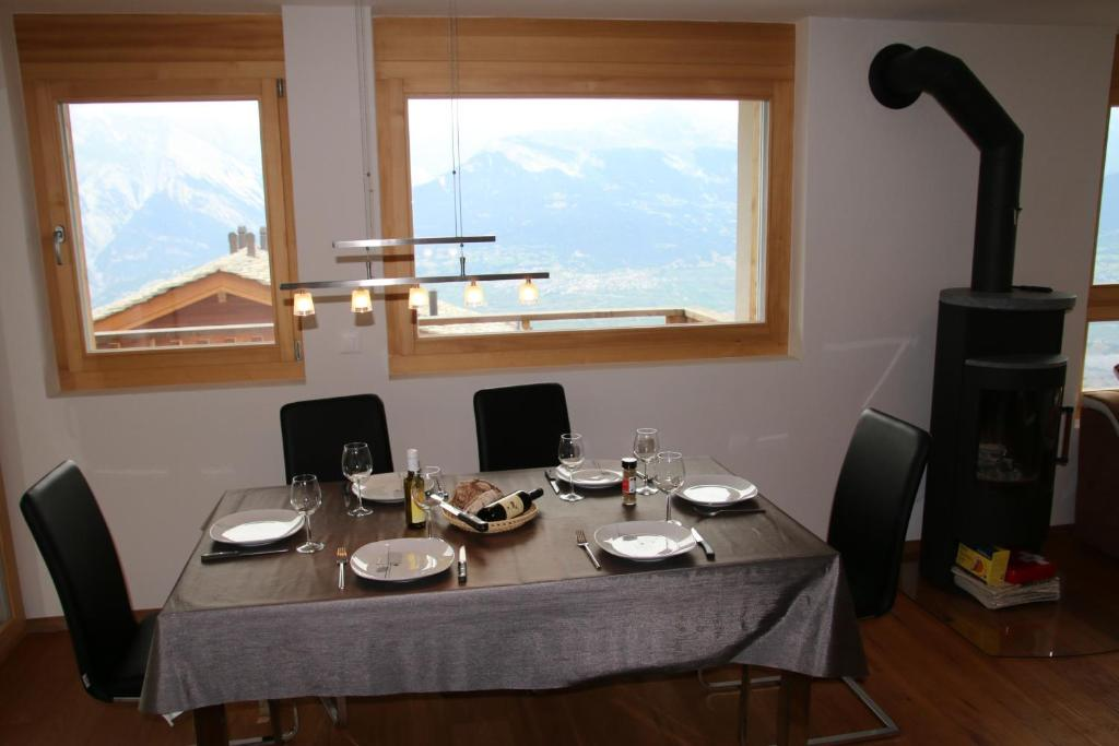 A restaurant or other place to eat at Ski Heaven LUXE & CENTER apartments