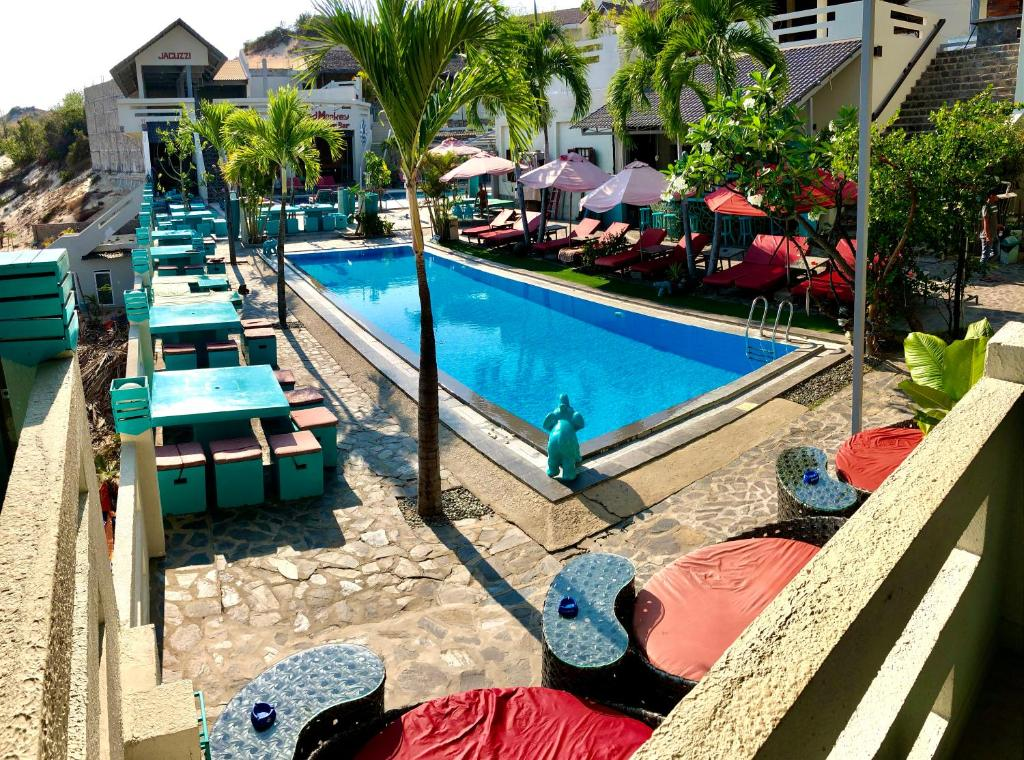 A view of the pool at Mui Ne Hills Bliss Hotel or nearby