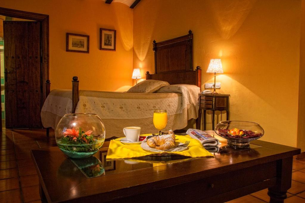 A bed or beds in a room at Hotel Bodega La Venta