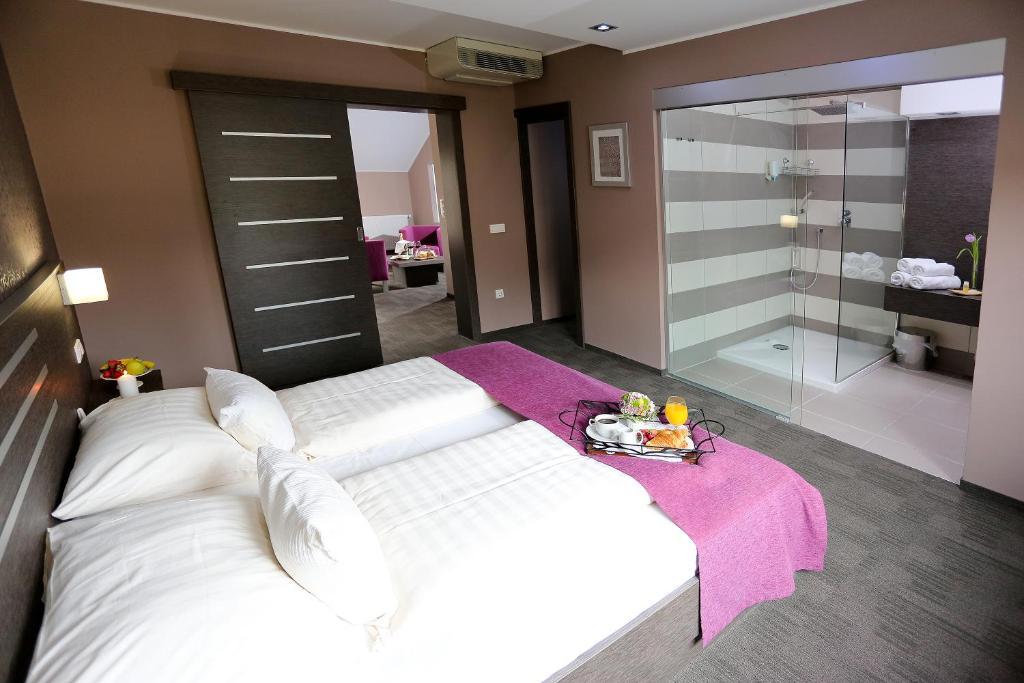 Postelja oz. postelje v sobi nastanitve Gostilna in motel Pri Lešniku