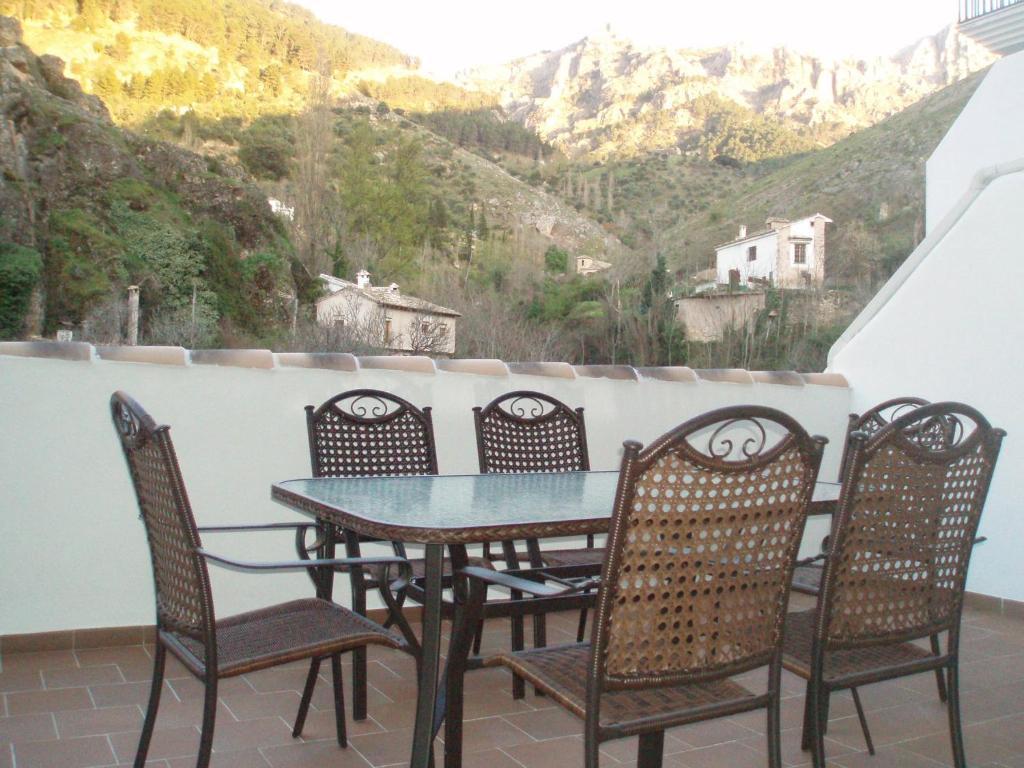 Un balcón o terraza de Apartamentos Castillo de la Yedra
