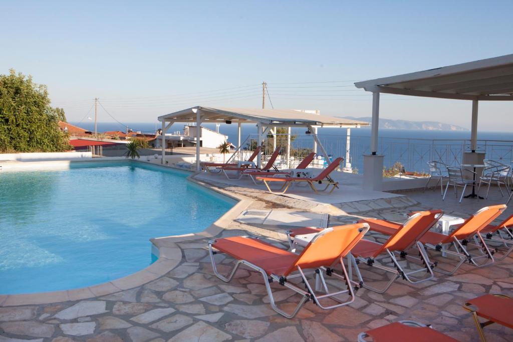 The swimming pool at or close to Casa De Blue Studios & Apartments