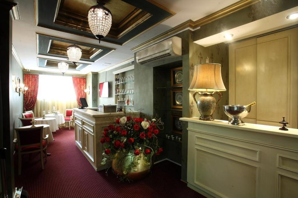 The lobby or reception area at Boutique Hotel Pastel'