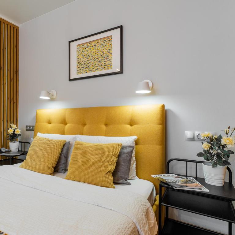 Кровать или кровати в номере APARTme Kremenchugskaya