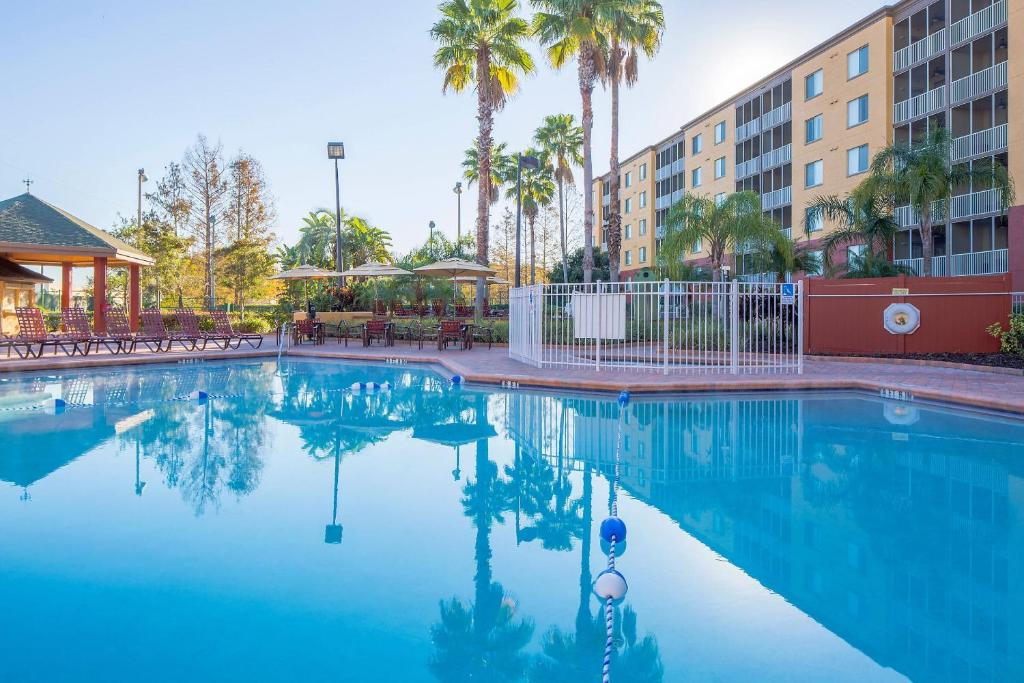 The swimming pool at or close to Bluegreen Vacations Orlando Sunshine Resort
