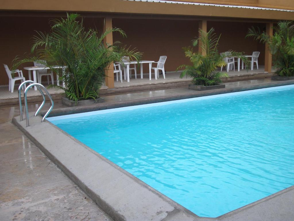 The swimming pool at or near Residence Japoma