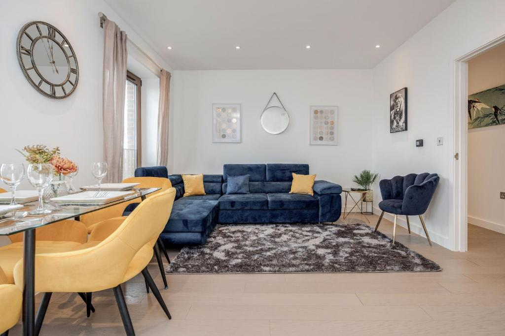 A seating area at Book Today - 1 & 2 Bedroom Apartments Available with LillyRose Serviced Apartments St Albans, Free Car Park & Free Wifi