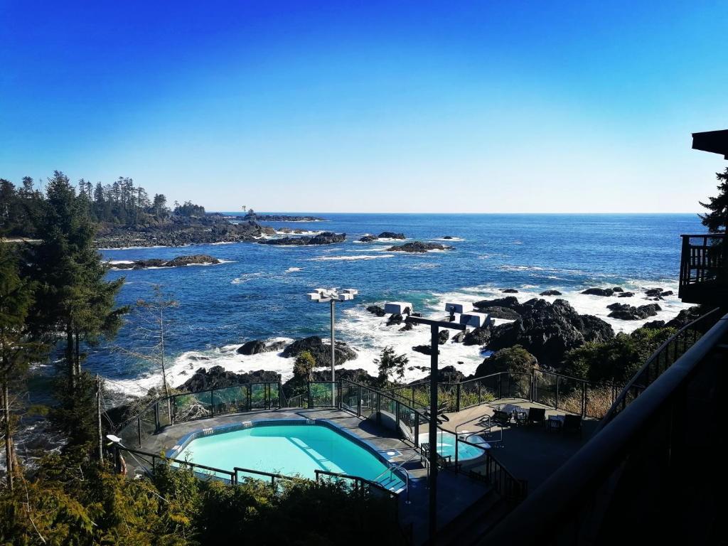 Ein Blick auf den Pool von der Unterkunft Black Rock Oceanfront Resort oder aus der Nähe