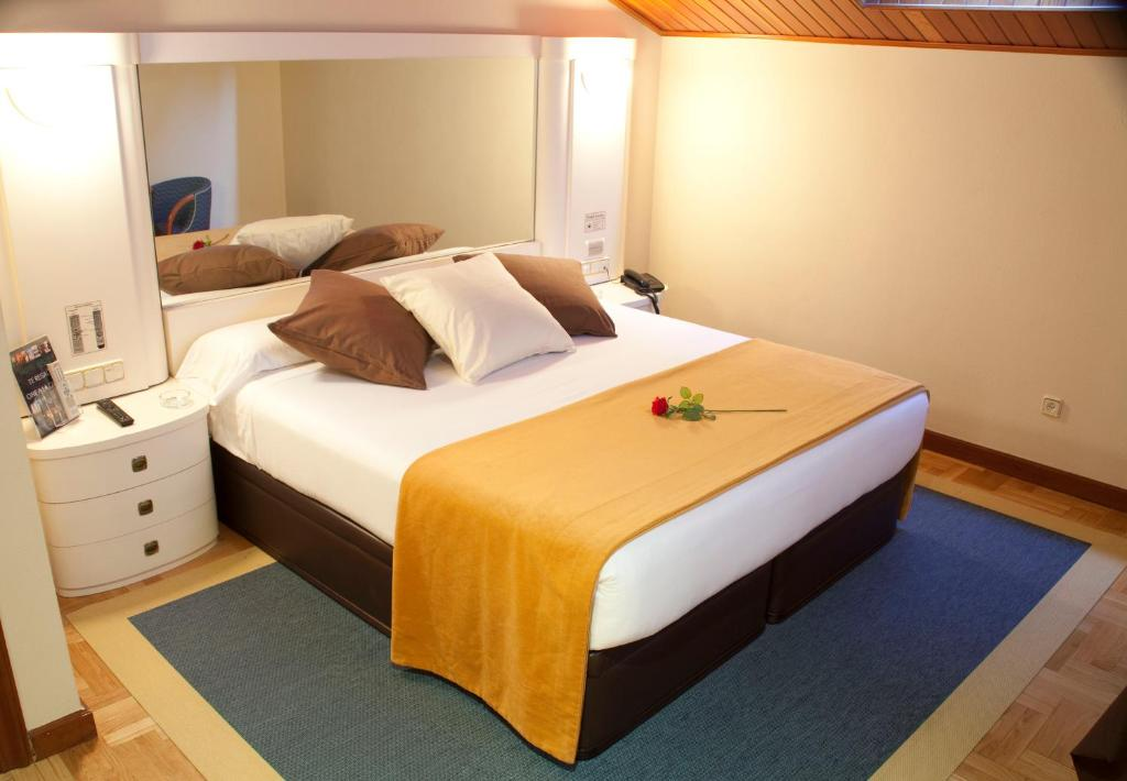 A bed or beds in a room at Motel Jardin