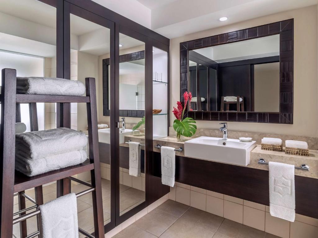 A bathroom at Shangri-La's Fijian Resort & Spa