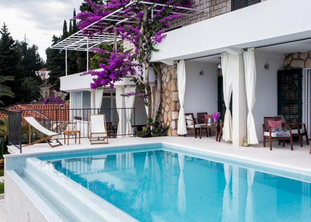 The swimming pool at or close to Apartments Villa Mirjana