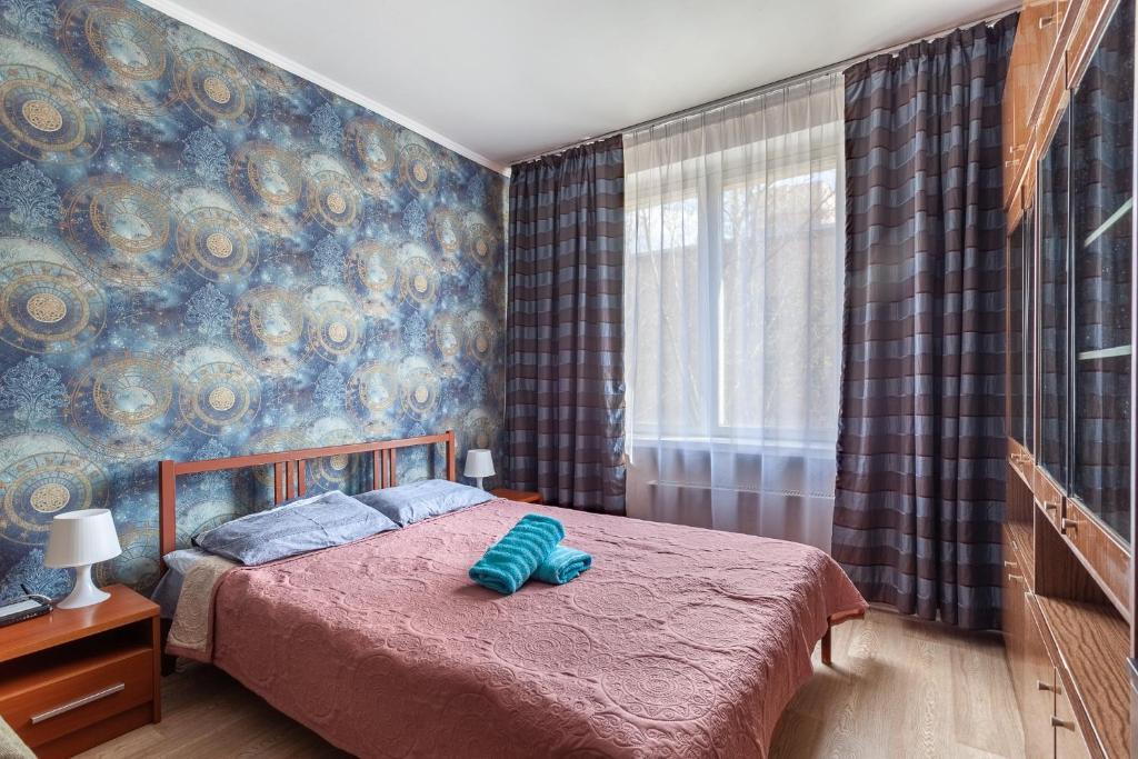 Кровать или кровати в номере Economy Brusnika Apartment Kuzminki