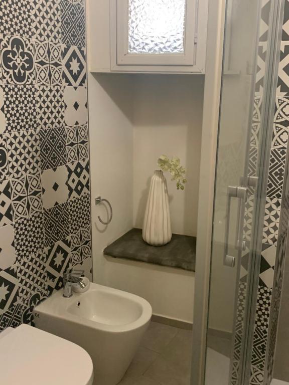 A bathroom at San Lorenzo